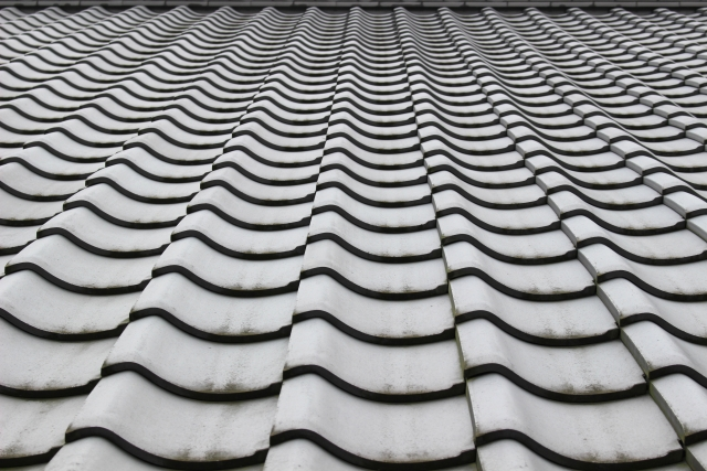 瓦屋根には定期的なメンテナンスが必要です!